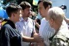 Протестующий и Савченко на митинге в Одессе