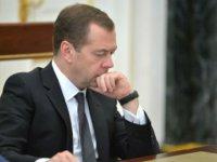 """45% против премьера. """"Медведевцы растеряны и действуют автономно"""""""