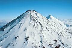 Ключевской вулкан возвышается на 4750 м над уровнем моря