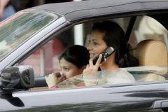 Штрафы за разговоры по мобильному за рулем увеличат