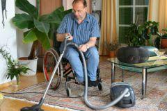 Жертвам паралича помогла встать методика эпидуральной стимуляции