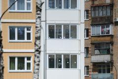 Женщина выпрыгнула с балкона квартиры, расположенной на 10 этаже