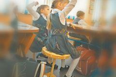 Одноногие стулья в школе Красноярска