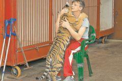 Виталий Смолянец с цирковым тигром