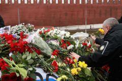 C места гибели политика были убраны все цветы и фотографии