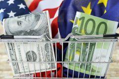 Курс доллара превысил 60 рублей впервые с марта
