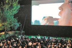 Вход в кинотеатр стоит 250 рублей