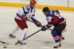 Во время третьего периода матча со Словенией Евгению Бирюкову попала в лицо шайба