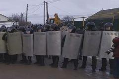 ОМОН в посёлке Плеханово