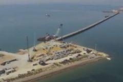 """Турецкий сухогруз """"Лира"""" врезался в строящийся мост через Керченский пролив"""