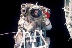 Еду для космонавтов стали класть в консервные банки
