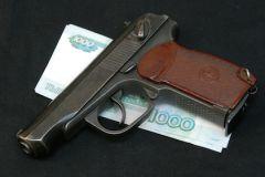 Неизвестный, угрожая пистолетом, похитил 400 тысяч рублей