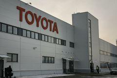 Ввоз в Россию Toyota Prius и Corolla оказался под вопросом