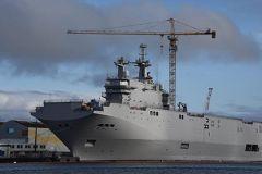 Согласно договору, заключенному с французской стороной, первый из двух вертолетоносцев типа «Мистраль» должен был быть сдан России 1 ноября 2014 года
