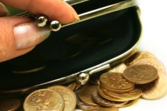 Реальная заработная плата в РФ снизилась на 8-9%