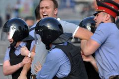 Кульминация фильма «Срок» – ОМОН «вяжет» Навального