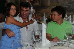 Борис Немцов с детьми