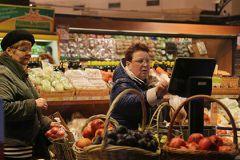 Федеральная таможенная служба РФ выяснит, как в магазинах страны по-прежнему появляются запрещённые иностранные продукты
