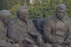 Памятник Сталину, Рузвельту и Черчиллю в Крыму