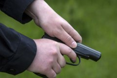 В мужчину выстрелили трижды, в девушку — дважды