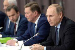 Владимир Путин провел совещание с кабмином поздно вечером