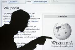 """""""Википедия"""" не желает подчиняться российским законам, сказал юрист"""