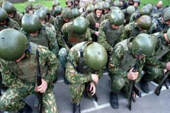 Армия должна профессионально защищать человека, утверждает правозащитница