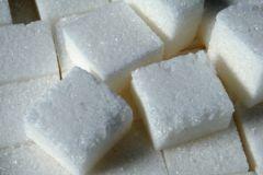 Самый дешевый сахар продается по цене 50-60 руб. за кило