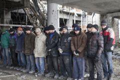 Украинские военопленные в аэропорту Донецка