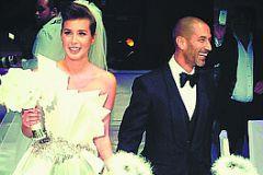 На свою свадьбу Кети пришла уже подшофе
