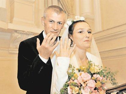Бездомные часто создают семьи и живут в гражданском браке. Но Павел и Наталья решили, что у них все будет по-настоящему