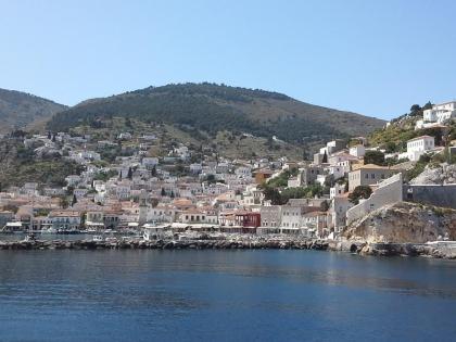 Греция омывается тремя морями: Средиземным, Эгейским и Ионическим