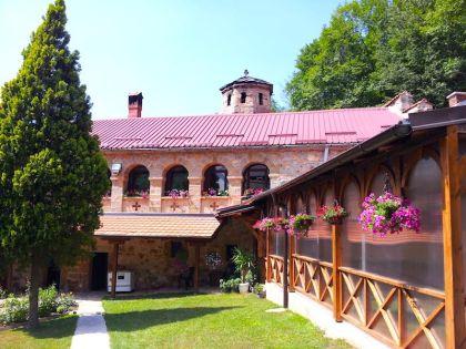 Один из маленьких сербских монастырей