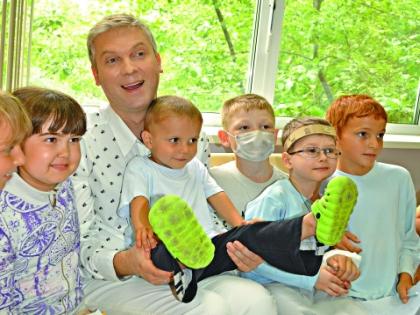Сергей Светлаков с детьми
