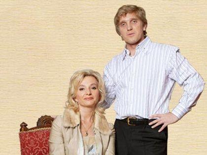 Мирошник, который дружил с Барыкиным почти 20 лет, пишет свои картины вместе с женой