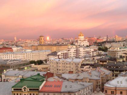 Шикарный вид на Москву и храм Христа Спасителя открывается с 14 этажа здания на Новом Арбате, где расположена редакция радиостанции
