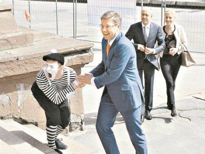Мэр Ушаков открыт разным фестам и, в отличие от российских коллег, не перестраховывается