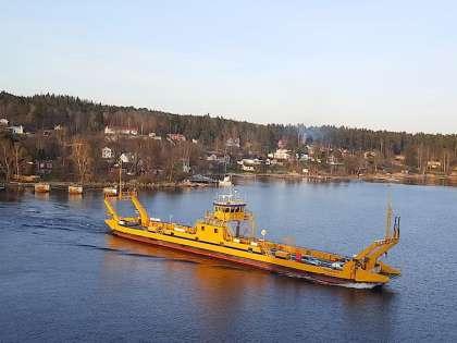 При подходе к Стокгольму паром окружают самые разные острова