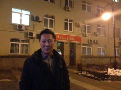 Сергей Винокуров на месте происшествия – у входа в редакцию «Собеседника»