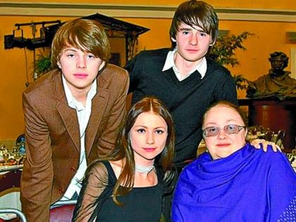 Екатерина Градова с семьей