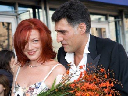 50-летний режиссер после развода с Аленой живет с 36-летней журналисткой Симоньян