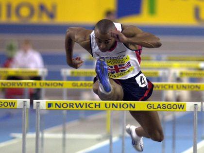 Колин Джексон во время соревнований в 2009 году
