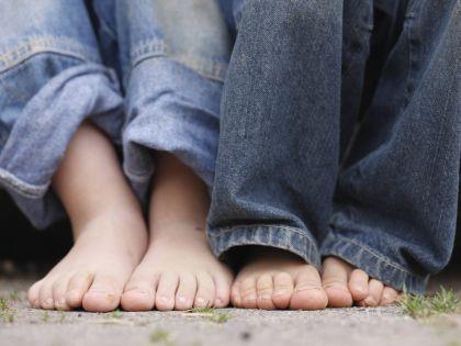 Дети быстро вырастают из штанов, но есть способ продлить жизнь полюбившимся джинсам