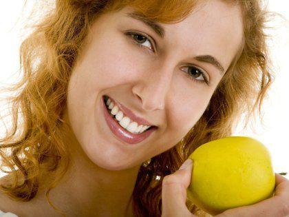 Названы продукты питания, защищающие от кровоточивости десен и периодонтоза