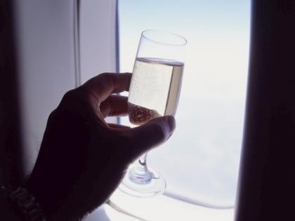 Алкогольное опьянение пожилой пассажирки стало причиной задержки  рейса на несколько часов