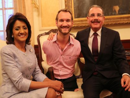 Ник Вуйчич в гостях у президента Доминиканской Республики и его жены