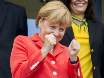 Ангела Меркель на стадионе