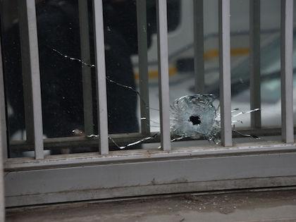 Двух полицейских обстреляли из автоматического оружия неизвестные