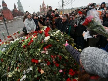 Мемориал Немцова может исчезнуть из-за помывки моста