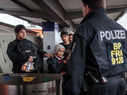 Три волны наплыва беженцев были хорошо организованы